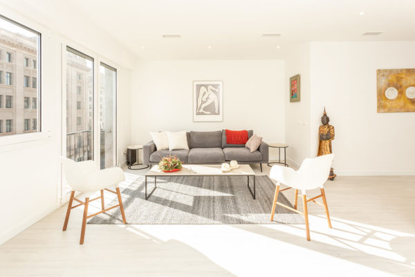2.450 Eur/mes, ESPECTACULAR, 134 m2, 4 Hab., 3 Baños, Completamente Equipado de Diseño (Av. Francesc Cambo - Santa Caterina - El Born)